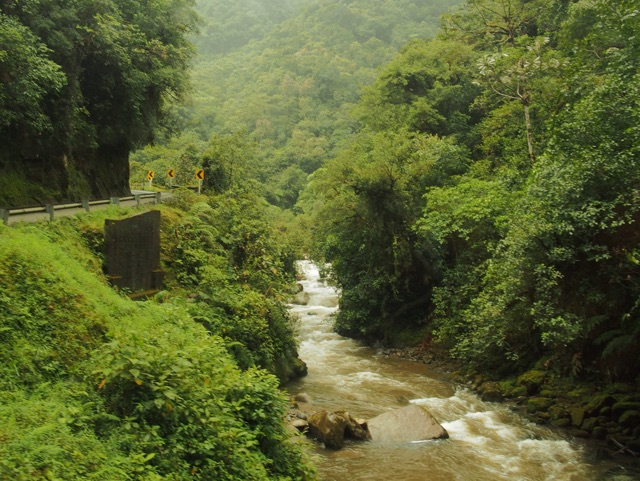 Beautiful scenery meets fear on Colombia's most dangerous road