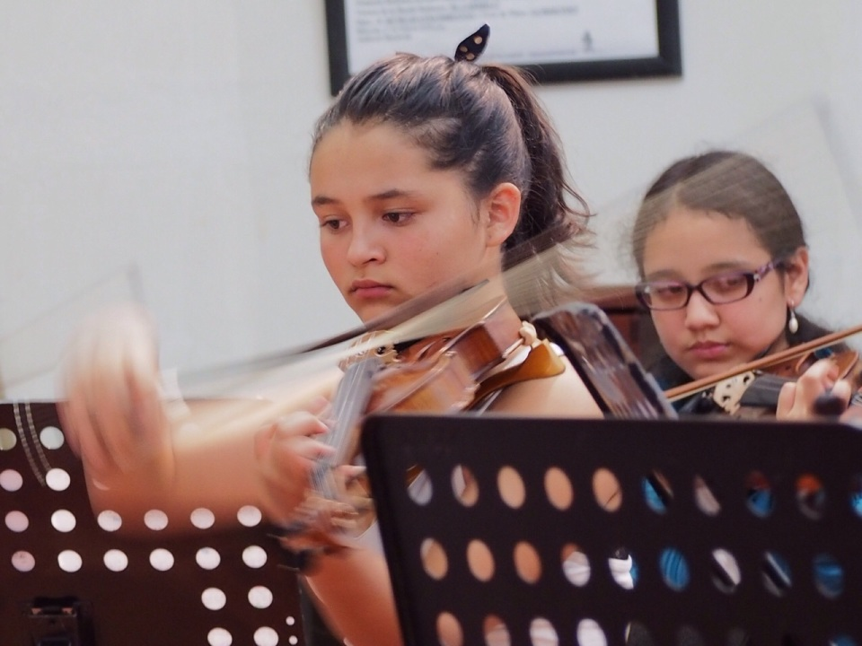 Laura Valentina Rojas, playing Beethoven Symphony Number 5